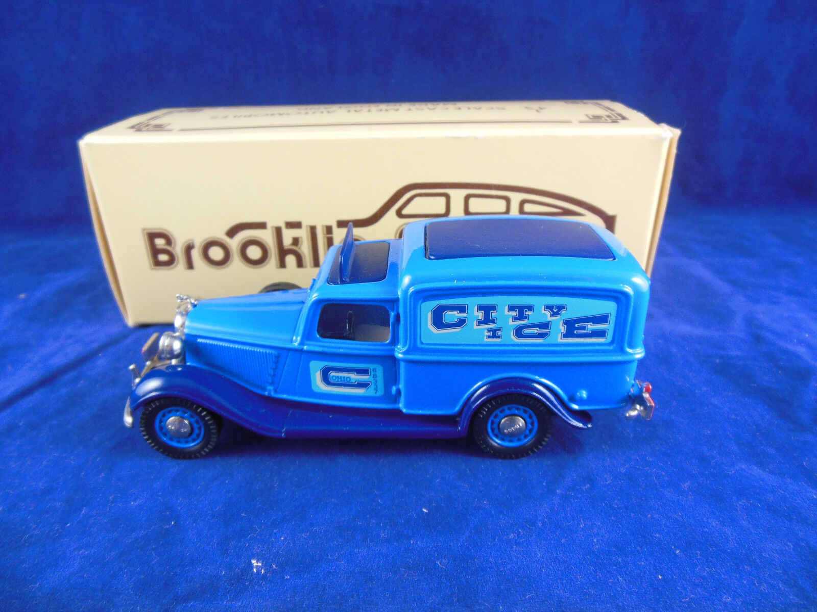 Brooklin Models BRK 16A 1935 Dodge Van City Ice Delivery in bluee scale 1 43