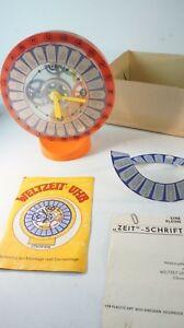 Weltzeituhr-Chronos-VEB-Plasticart-Spielzeug-Bausatz-gecheckt-mit-Karton-Z-467