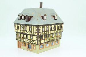 Kibri-38904-Spur-N-Fachwerkhaus-Eckhaus-Miltenberg-fertig-aufgebaut