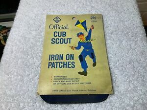 Vintage-Cub-Scout-Official-Knee-Patches-1950s-Original-Package-Great-Artwork