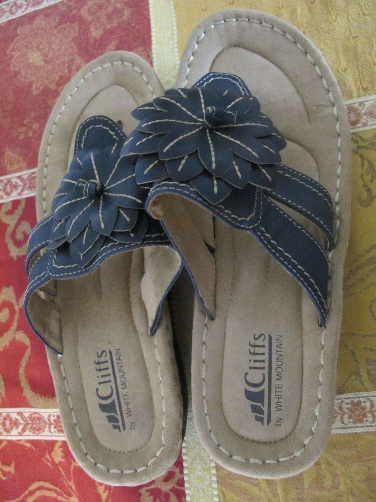 Cliffs By White Mountain Cove Black Thong Sandals Size 9 M