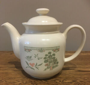 Vintage-Biltons-Tea-Pot-Made-In-England-Oriental-Design-In-Peach-And-Green
