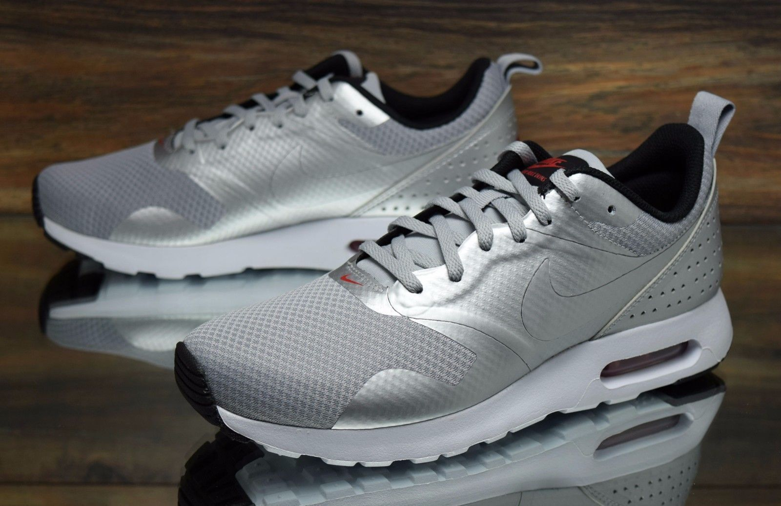 2df68cced955 Nike Air Max Tavas Tavas Tavas Women s shoes Metallic Silver Size 7  8  (916791