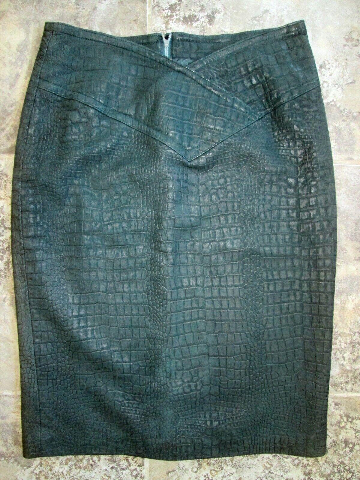 Bruno Magli Skirt 10 100% Leather Dark Green Short Pencil Straight Textured EUC