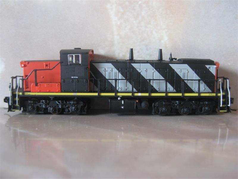 Rapido 70000 N Scala GMD1A 1600 SERIE CN le strisce con DC, DCC scegli STRADA
