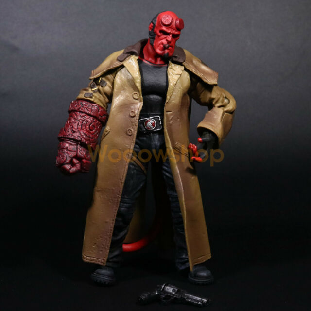 Hellboy Action Figure: Mezco HELLBOY 2 GOLDEN ARMY 7 HELLBOY Action Figure