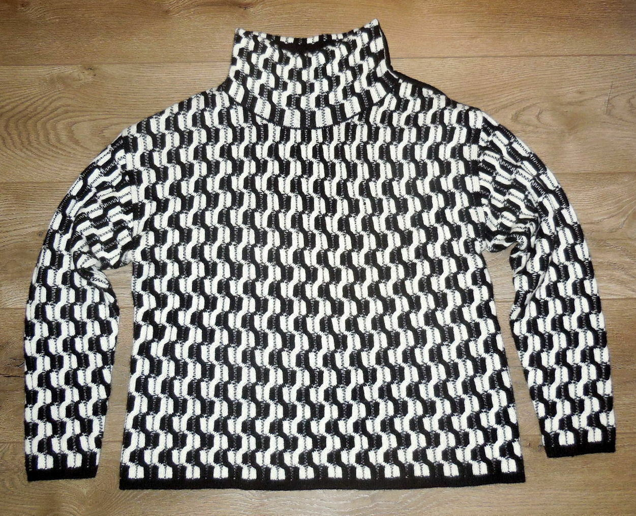 100% Cashmere NORDSTROM COLLECTION Black White Do… - image 6