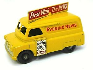 Matchbox-Lesney-Bedford-Evening-News-Van-No-42a-bien-rara-pisada-Negro-Ruedas