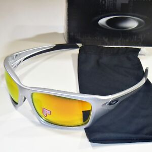 b2323742a5 Image is loading Authentic-Oakley-Valve-Sunglasses-Polarized-Silver-Frame- Fire-