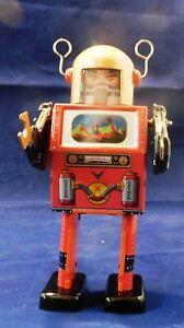robot-mecanique-en-tole-TV-SPACEMAN-ROBOT-modele-Rouge-ht-15-cm-NEUF