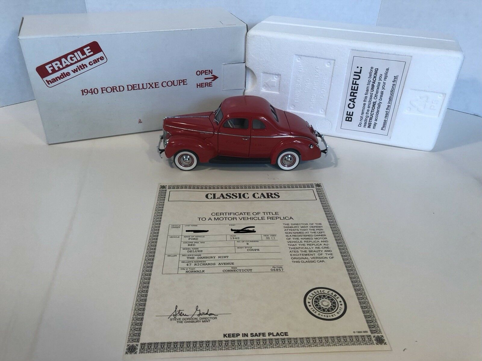 1 24 Danbury Mint 1940 Ford Deluxe Coupe in Red