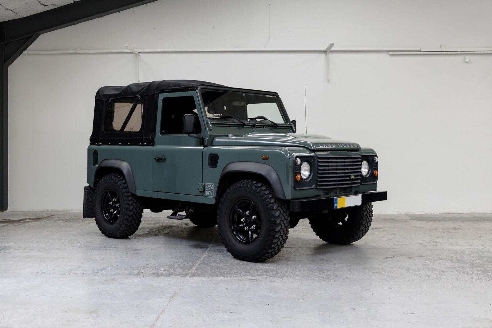 """Land Rover Defender 2,4 TD4 90"""" Soft Top 2d"""