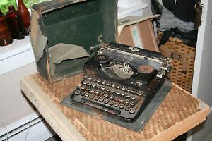 1927 Royal Typewriter Co. Inc New York - Portable - Hard Case - Works needs TLC