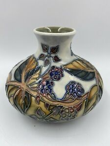 Moorcroft-Bramble-Design-Vase-1991-1995-Sally-Tuffin-Special-Edition-Signed