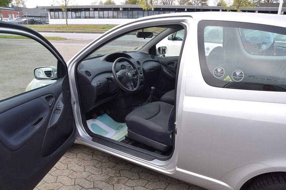 Toyota Yaris 1,0 Terra Benzin modelår 2004 km 131000