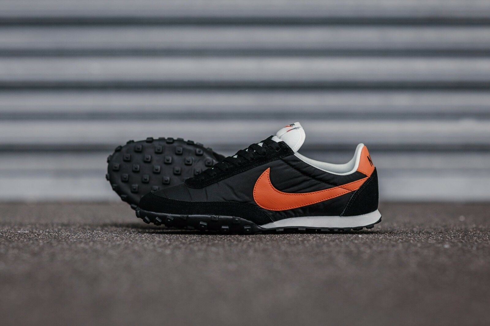 Nike Waffle Racer 17 Black Orange size 8.5. 876255-003. internationalist