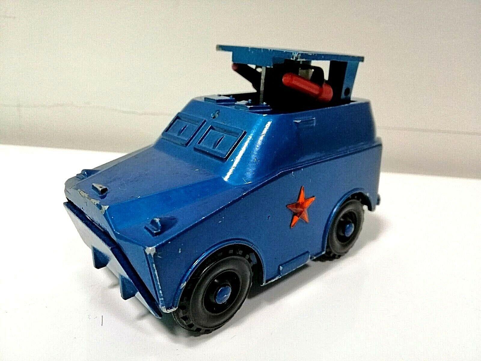 El viejo juguete de Acción, 1970. El camión soviético de metal, el BTR y el misil ¡El viejo juguete de Acción, 1970. El camión soviético de metal, el BTR y el misil - Sí.