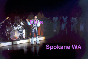 ELVIS-PRESLEY-WITH-BAND-amp-BACK-UP-SINGERS-SPOKANE-WA-4-27-76-PHOTO-CANDID-E