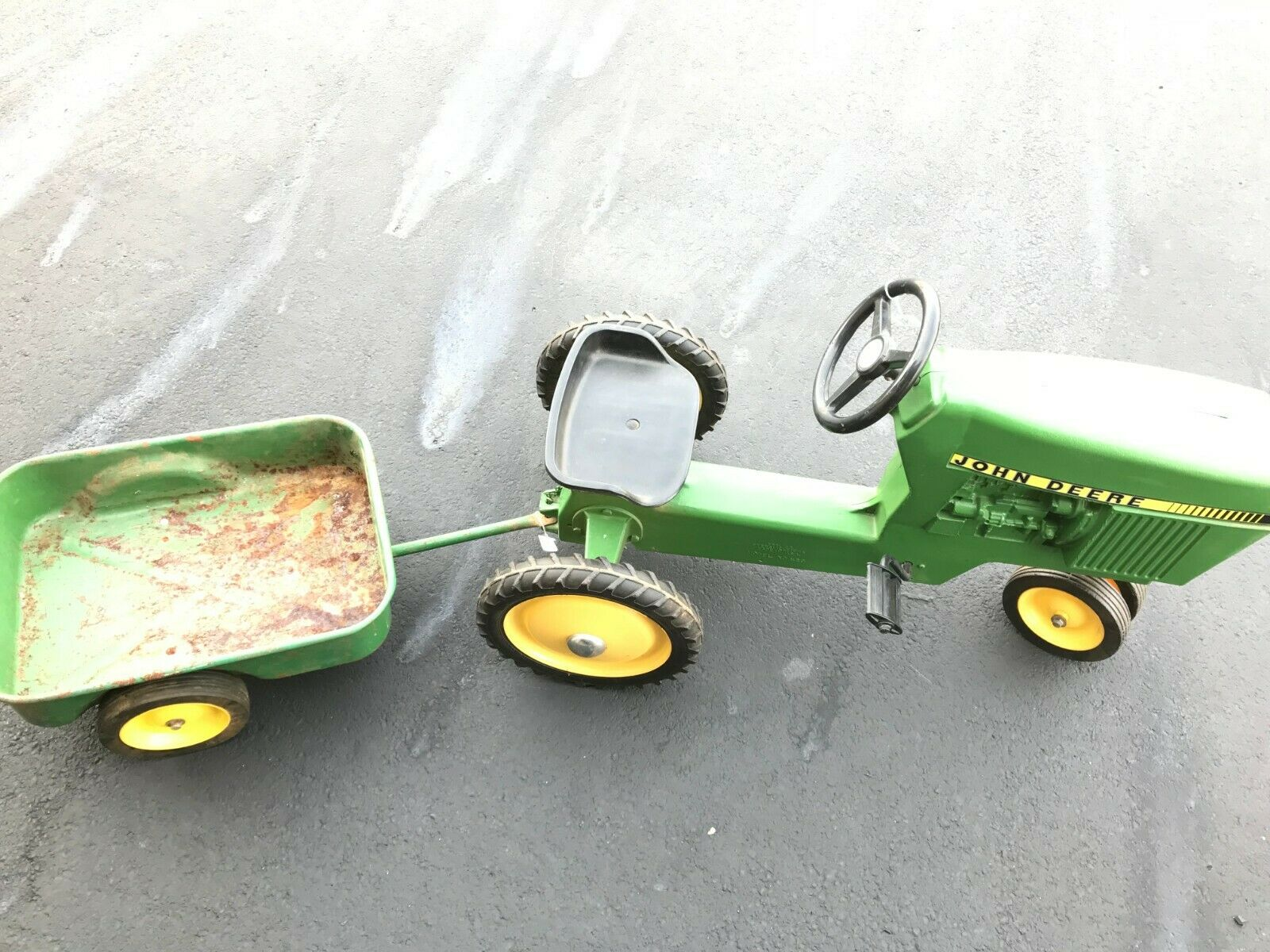 USA Ertl Model John Deere Toy Pedal Tractor with Trailer Kid Toy Tractor