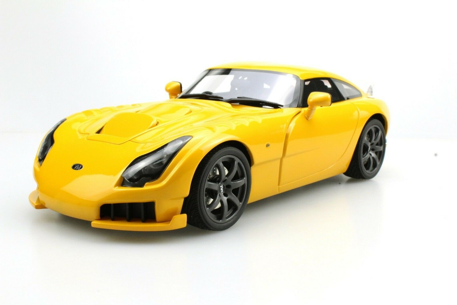 Ls Collectibles 1 18 TVR Sagaris 2005 giallo  LS008B