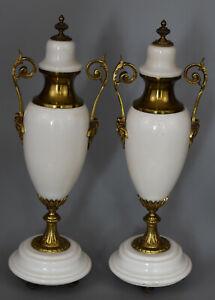 Paire-de-Vases-couverts-Marbre-blanc-et-bronze-Style-Louis-XVI-France-XIXe