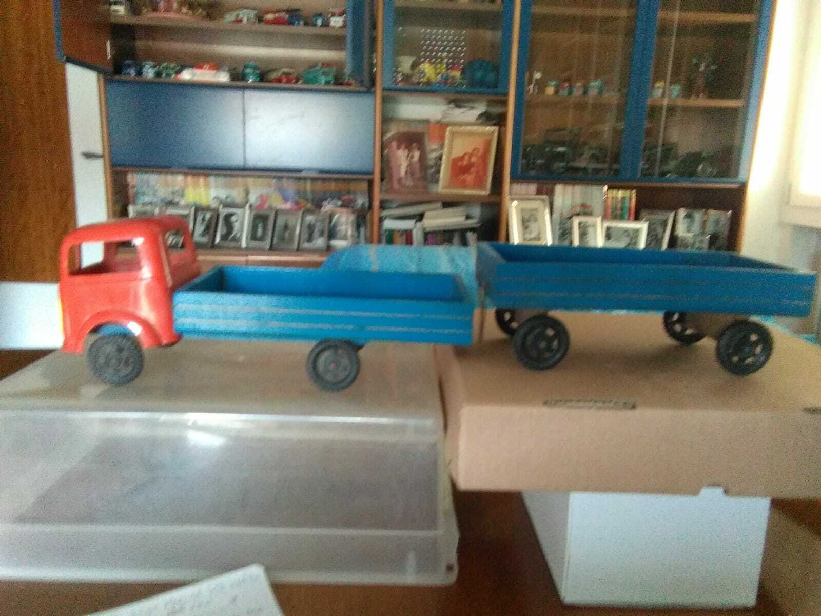 A3-Truck with Plastic cab and chest in legnocon Trailer bluee