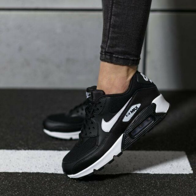 Nike Air Max 90 Wmn Sz 6 325213 047 Black White