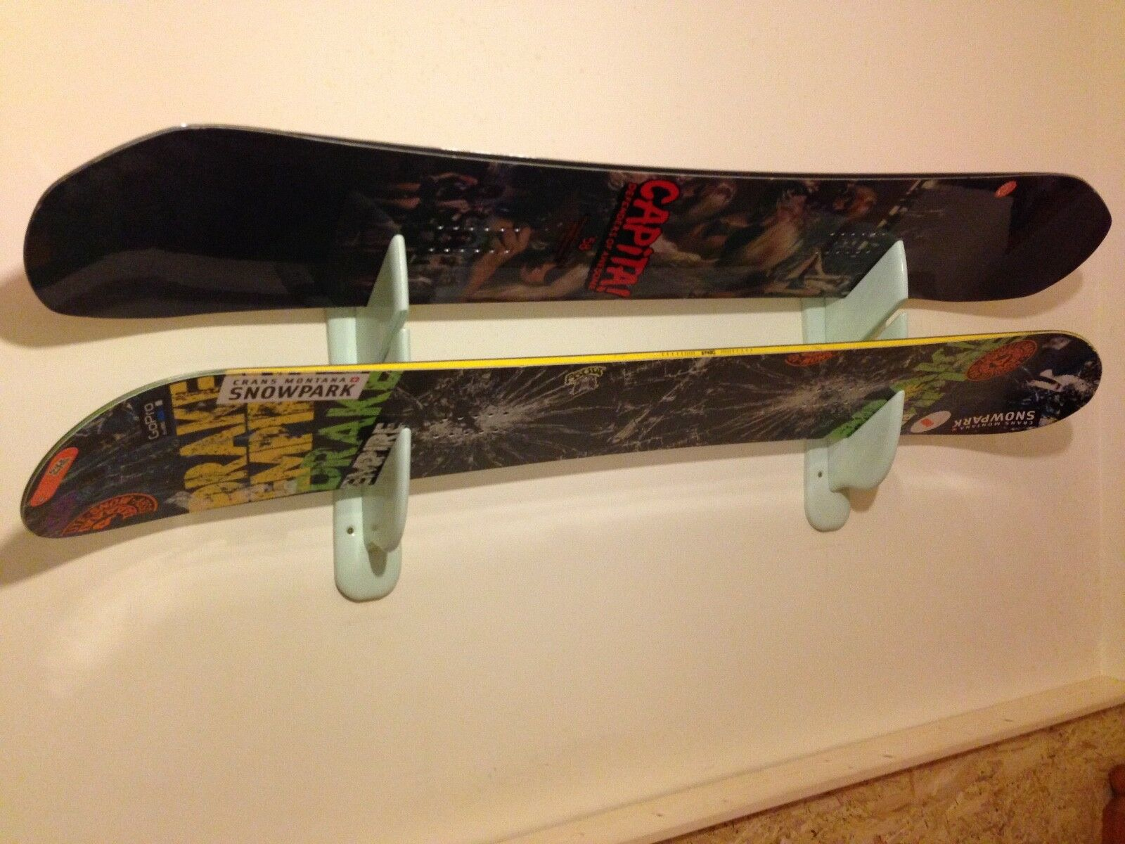SNOWBOARDSKI LONG BOARDWall Holders  LONELY MOUNTAINS   Display 3