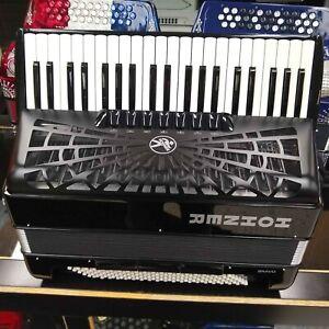 Hohner Bravo III 120 Bass Piano Accordion Black