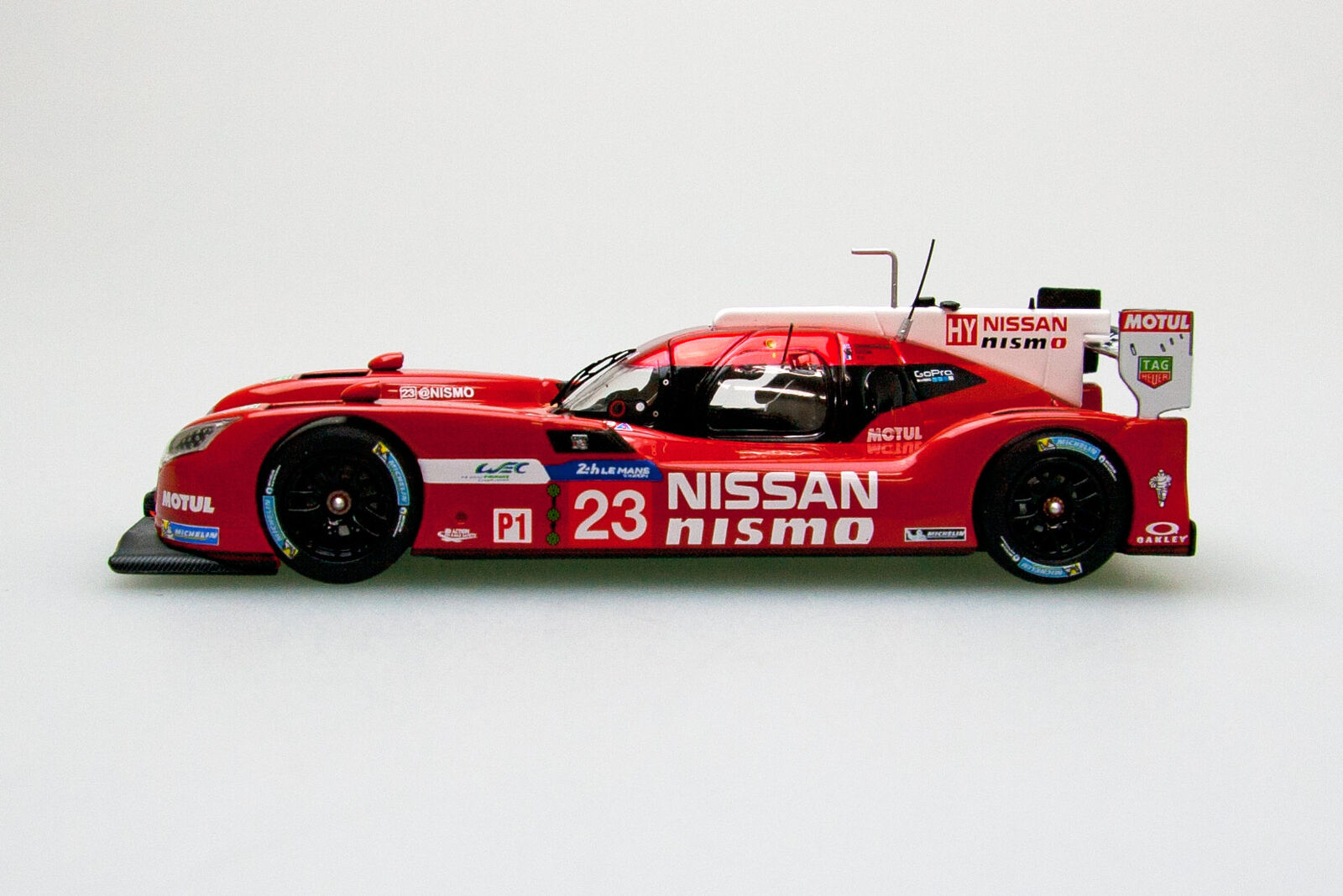 EBBRO 45256 1:43 Nissan GT-R LM nismo Le Mans 24h  23 rosso
