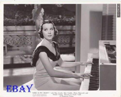 Kitty Carlisle tinkles the ivory VINTAGE Photo Here Is My Heart