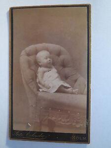 Koeln-im-Sessel-sitzendes-Kind-Baby-Portrait-CDV