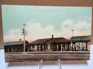 1909-Postcard-Maine-Central-Railroad-Depot-Station-Pittsfield-Maine