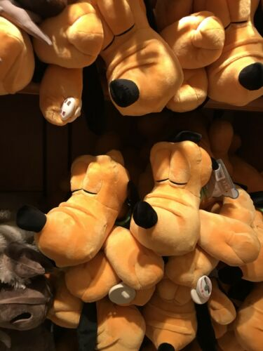 Peluche Pluto dormeur Dream Friend Plush Disneyland Paris Neuf