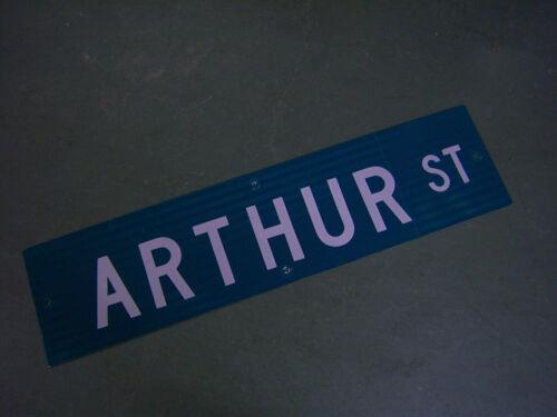 Vintage ORIGINAL ARTHUR ST STREET SIGN 36 X 9 WHITE LETTERING ON GREEN