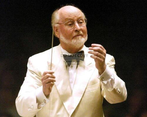 JOHN WILLIAMS LEGENDARY COMPOSER AND CONDUCTOR FB-060 8X10 PUBLICITY PHOTO