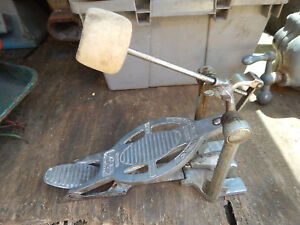VINTAGE-CHICAGO-LUDWIG-SPEED-KING-BASS-DRUM-PEDAL-WITH-BEATER