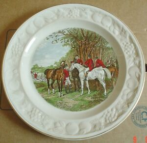 Royal-Worcester-Spode-Palissy-THE-MEET-Hunting-Raised-Collectors-Plate