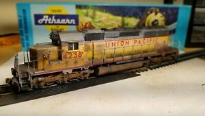 Athearn-Union-Pacific-sd40-2-weathered-locomotive-train-engine-HO-scale