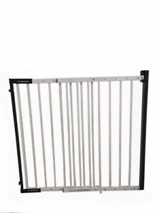 iSafe Wall Fix Extendable Metal Stairgate Safety Barrier Stair Gate - White 610877271382