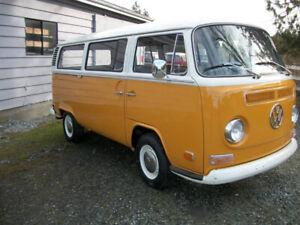 1972 VW DELUXE BUS