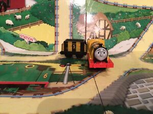 thomas the tank engine trackmaster trains Busy As A Bee 🐝 James
