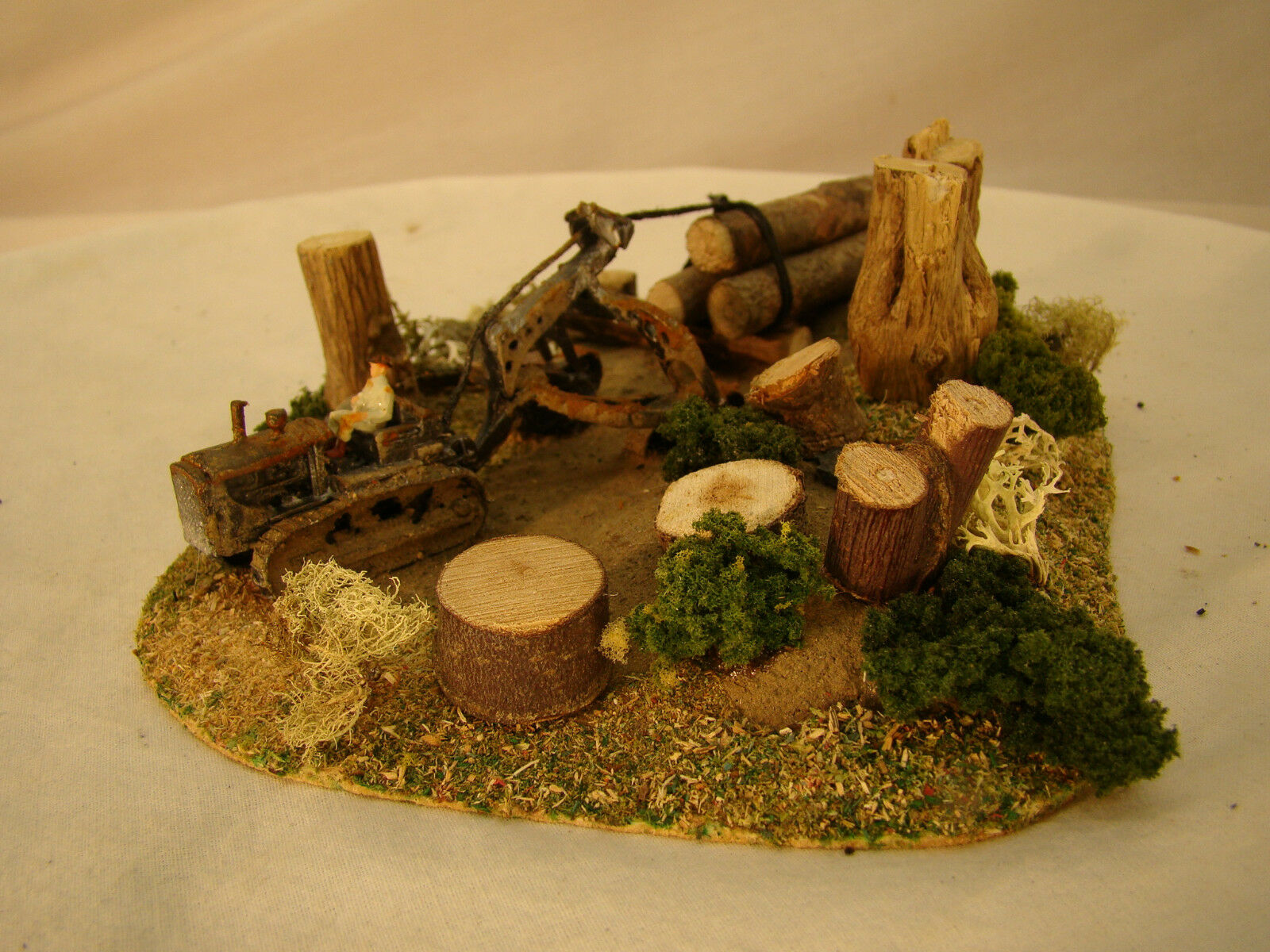Bulldozer Logging Diorama - custom weatherosso after historic pictures - HO