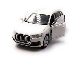 Audi-Q7-SUV-Model-Car-White-Scale-1-3-4-Licensed