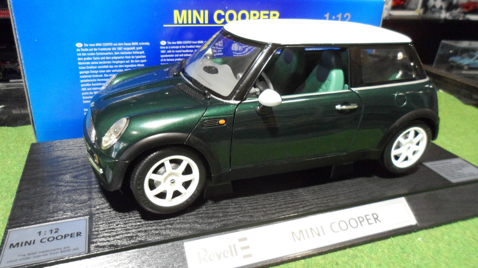 MINI COOPER green Left Hand Driven au 1 12 REVELL 08450 voiture miniature