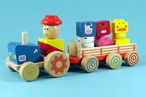 Bunter Holz Traktor mit Anhänger und Tiere Bauernhof