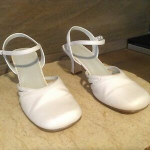 PAYLESS SHOES WHITE LASHES SIZE 7.5