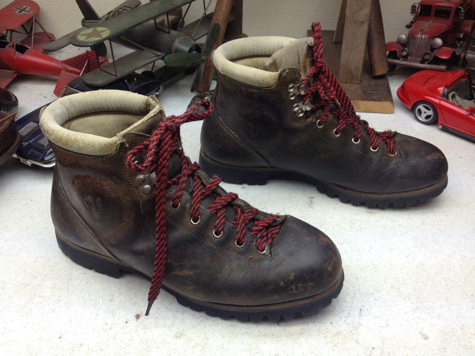 DISTRESSED VASQUE BROWN LEATHER HIKING MOUNTAIN 8D VINTAGE BOOTS ...