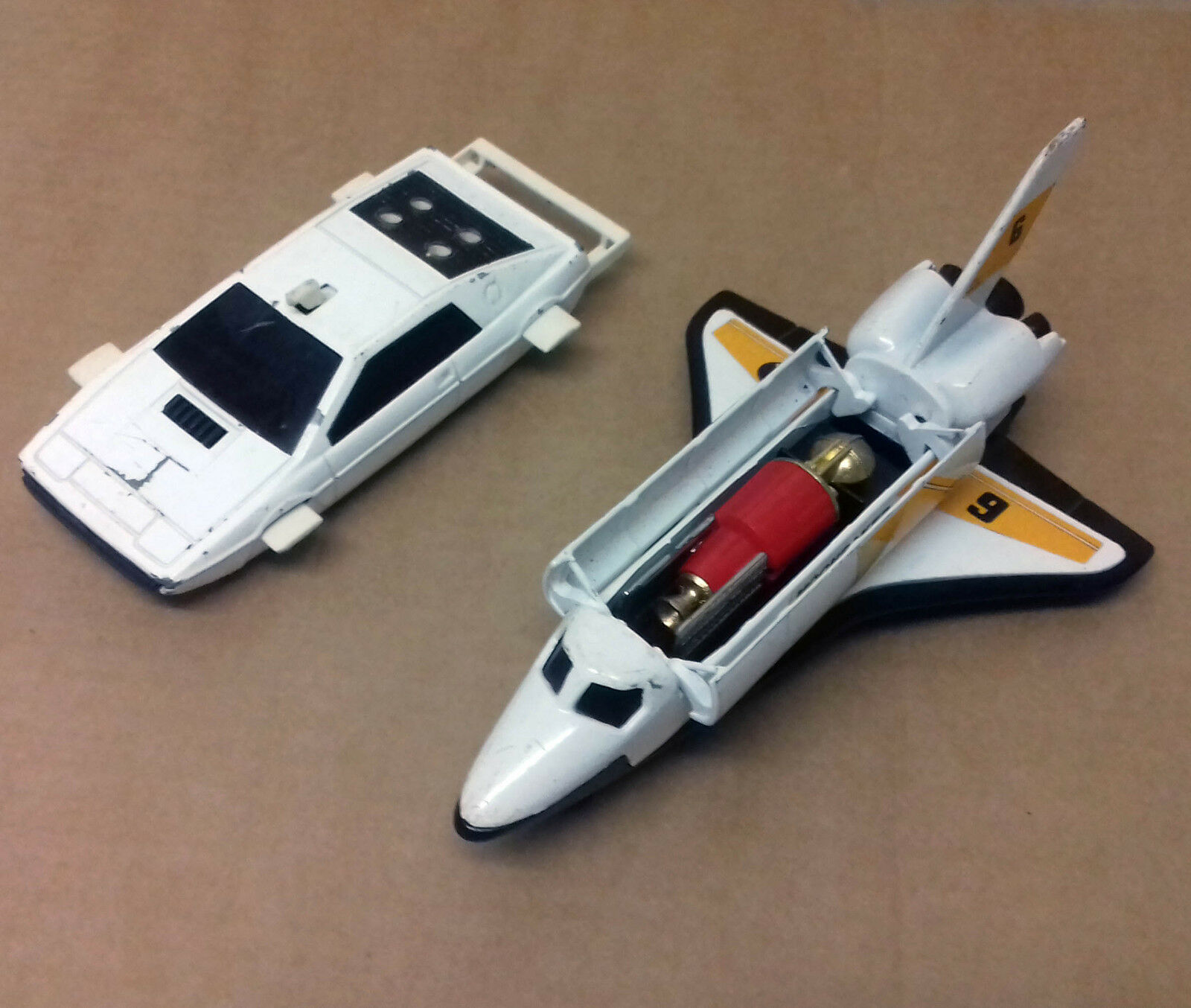 Vintage 80s Corgi Die Cast  James Bond 007 Lotus Esprit Car & MOONRAKER SHUTTLE