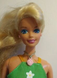 Vintage 1976 Barbie Doll Blonde Hair 2 Piece Outfit Rose Necklace & Earrings
